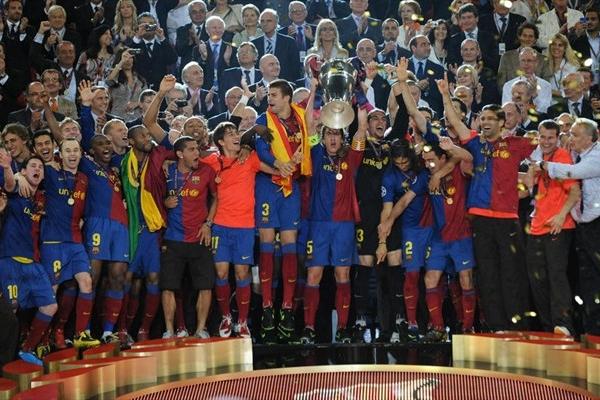 El capitán Puyol alza la copa y miles de catalanes deliran en Roma